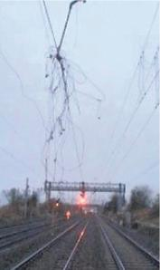 Damaged overhead line at Wolverton